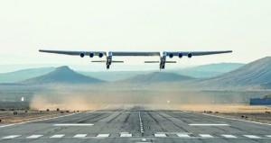 أضخم طائرة في العالم تحلق لأول مرة في سماء كاليفورنيا