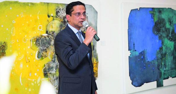 رئيس مجلس إدارة صحار الدولي يستضيف معرضاً لأعمال أشهر الفنانين من بنجلاديش