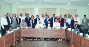 الحسني والجهوري يختتمان مشاركتهما في حلقة عمل إدارة نظام كرة القدم بالكويت
