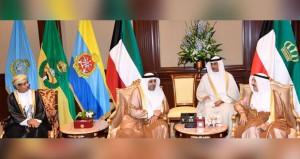 أمير الكويت يستقبل وزير الإعلام