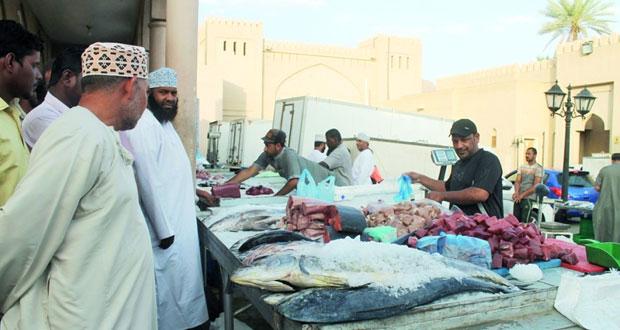 استقرار أسعار السلع بسوق نـزوى والمستهلكون يطالبون بتشديد الرقابة على الأسواق مع قرب قدوم شهر رمضان