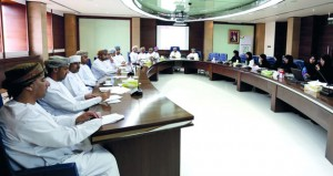 مناقشة ضوابط إعداد وتنفيذ الخطة السنوية للأنشطة الطلابية بالكليات التطبيقية