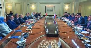 بحث تعزيز العلاقات الثنائية بين السلطنة وروسيا في عدد من المجالات