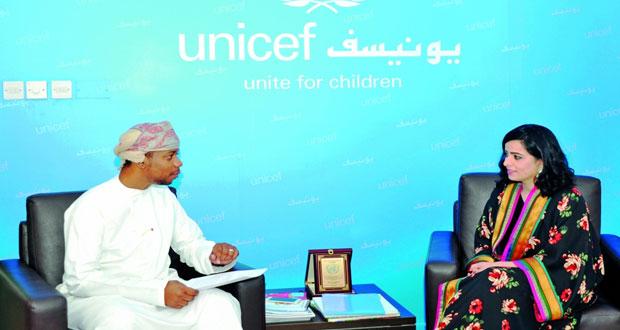اليونيسيف : السلطنة حققت تقدمًا ملحوظا في مجال ضمان حقوق الطفل والتعليم والرعاية الصحية