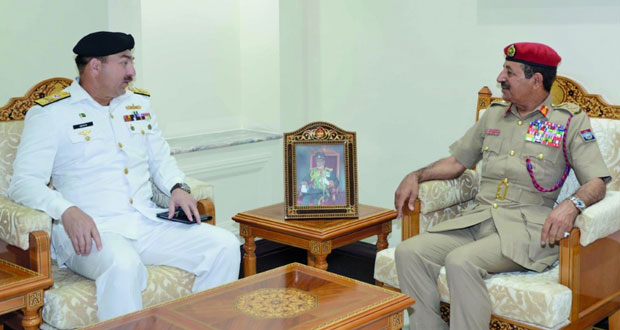 بحث التعاون الأكاديمي العسكري بين السلطنة وباكستان