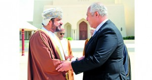 وزير الخدمة المدنية يتوجه إلى مصر