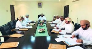 لجنة التنمية الاجتماعية بالسنينة تناقش الأوضاع الاجتماعية والاقتصادية لبعض الأسر