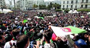 الجزائر: الجيش يدعم (الانتقالية) ويتعهد بفتح ملفات فساد ويتهم أطرفا بـ(زرع الفتن)