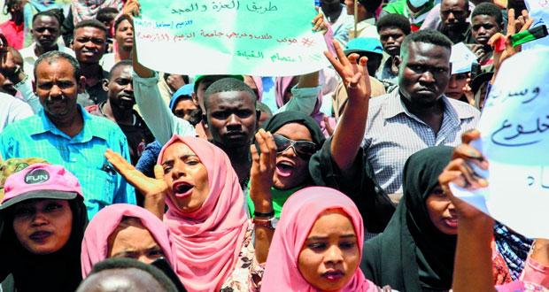 السودان : تحقيق مع البشير في غسل أموال .. والمعارضة تسمي مرشحيها لـ(قيادة مدنية) اليوم