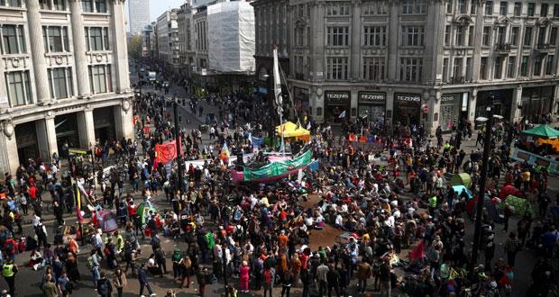 بريطانيا: احتجاجات على تغير المناخ تعطل خدمات القطار الخفيف