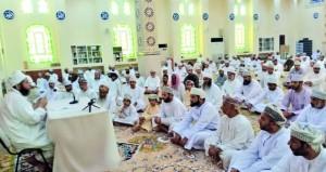 محاضرات رمضانية عن فضل القرآن والدعاء في عبري