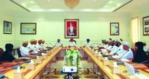 مجلس بلدي البريمي يدرس موضوعات فئة الضمان الاجتماعي والباعة المتجولين
