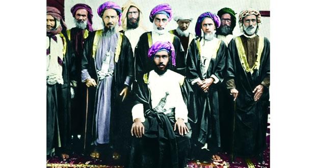 """عدنان البلوشي يعيد الحياة بـ """"اللون"""" لبعض الصور العمانية التاريخية القديمة"""