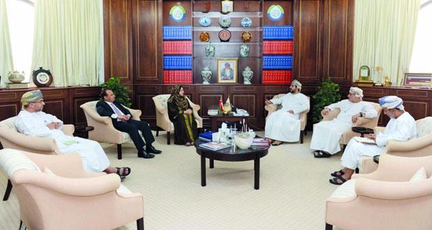 رئيس الغرفة يبحث بدء العمل بكرسي الغرفة للدراسات الاقتصادية بجامعة السلطان قابوس