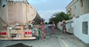 قوات السلطان المسلحة تواصل جهودها لتوفير المياه والدعم اللازم في المناطق المتأثرة بشمال وجنوب الشرقية