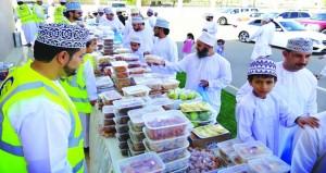 مشروع الطبق الخيري في بهلاء يجسد قيم التكاتف بين أفراد المجتمع لدعم الأسر المستحقة
