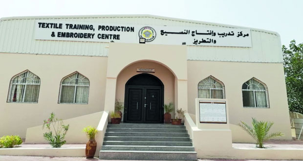 الصناعات الحرفية تنتهي من مشروع توسعة مركز تدريب وإنتاج النسيج والتطريز اليدوي بسمائل