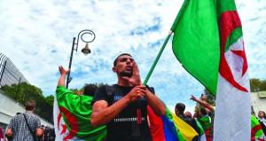 الجزائر: الشرطة تستخدم الغاز المسيل لمنع اعتصام الطلبة