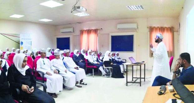 فعاليات ومناشط متنوعة لبرنامج شبابي بنادي نـزوى