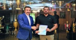 اتحاد الطائرة الإيراني يكرم شهاب الريامي لمساهمته في تطوير برنامج المدربين