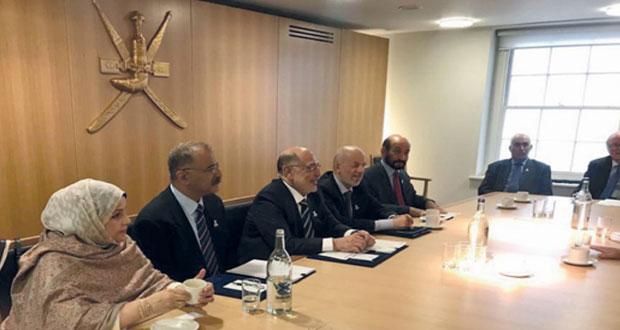 رئيس مجلس الدولة يؤكد على دور الجمعية العمانية البريطانية في تطوير العلاقات بين البلدين