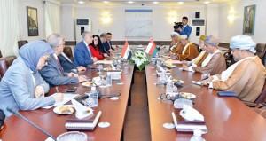 السلطنة والعراق تبحثان العلاقات الثنائية وتطوير العمل العربي المشترك
