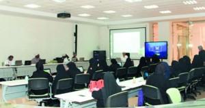 مجمع السلطان قابوس الشبابي للثقافة والترفيه بصلالة يقيم حلقة عمل تدريبية في مجال الفن الرقمي