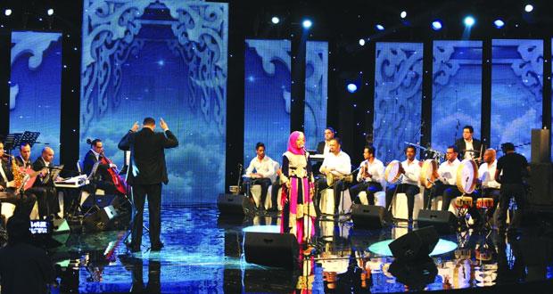 مركز عُمان للموسيقى التقليدية يقيم أمسية غنائية للفنانة نورة النظيرية