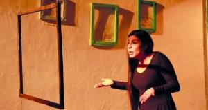 """العرض السوري """"كحل عربي"""" يفوز بالجائزة الذهبية لمهرجان المونودراما في قرطاج"""