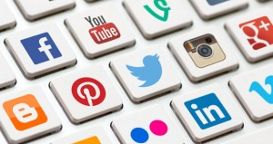 """""""التواصل الاجتماعي"""" .. هل هان الود وقل التزاور؟"""