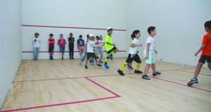 100 مشارك في منافسات رياضة الاسكواش ببرنامج صيف الرياضة