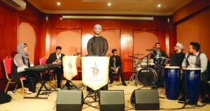 تواصل برنامج رعاية أنشطة الشباب الموسيقية في مركز عمان للموسيقى التقليدية