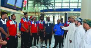 استقبال حافل بالورود لبعثة منتخبنا الوطني لكرة اليد الشاطئية بعد الحصول على وصافة آسيا والتأهل لمونديال إيطاليا