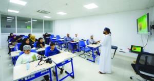 عبد الرحمن الكندي يستعرض 5 محاور لأساسيات التصوير الضوئي في الرستاق