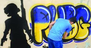 أحمد الغافري يرسم ويكتب عالمه الخاص بالفن الجرافيتي