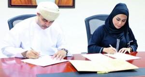 التوقيع على مذكرة تفاهم تهدف لتطوير المناهج بين النادي الثقافي ووزارة التربية والتعليم