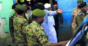 السودان:دعوة للنظر إلى (الجوار) والنيابة توجه اتهامات بالفساد للبشير