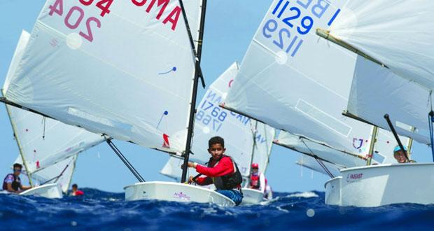 بحّارة عُمان يشاركون في بطولة العالم لقوارب الأوبتمست بشواطئ البحر الكاريبي