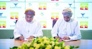 """""""مطارات عمان"""" توقع اتفاقية تزويد مطار مسقط الدولي بأنظمة الكشف عن الطائرات المسيّرة دون طيار"""