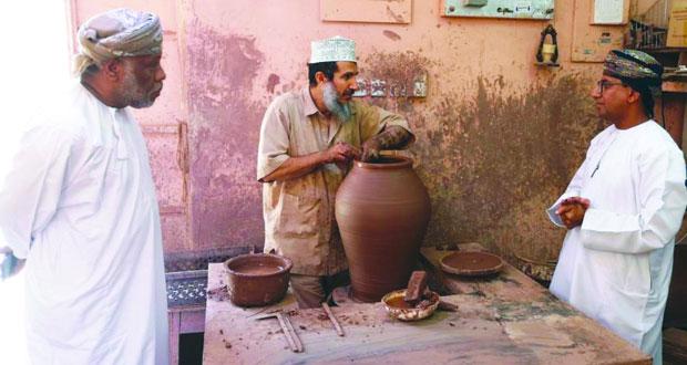 الصناعات الحرفية تُنهي استعداداتها لزيارة لجنة التقييم الميداني بهلاء كمدينة عالمية للحرف