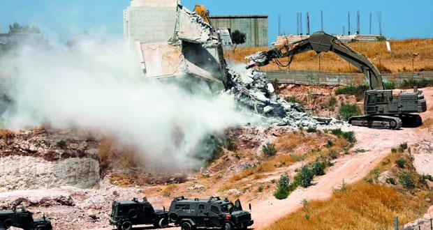 فلسطين تحيل عمليات هدم المنازل لـ(الجنائية) وتلوح بقرارات (مصيرية) مع إسرائيل