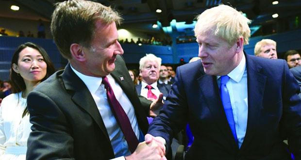جونسون يفوز بزعامة (المحافظين) ويتعهد بتنفيذ (الخروج)