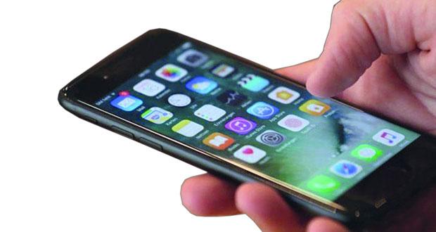 استخدام الهاتف 5 ساعات يوميا قد يرفع خطر الإصابة بالسمنة