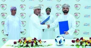 الشركة العمانية للاتصالات (عمانتل) والاتحاد العماني لكرة القدم يوقعان اتفاقية رعاية دوري عمانتل لثلاثة مواسم