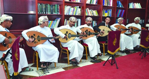 """عازفو """"العمانية لهواة العود"""" يبدعون في العزف بمختلف تقنيات الريشة في ختام برنامجها التدريبي"""