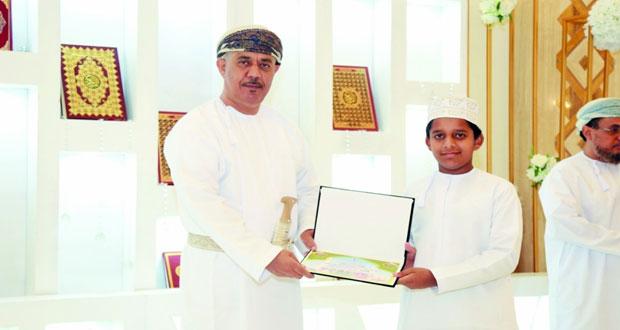 تكريم الفائزين في مسابقة حفظ القرآن الكريم بصور
