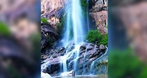 شلالات مائية ترسم ألوانا لجمال الطبيعة بوادي شرجة بجبل الكور