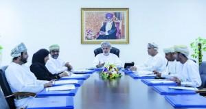اللجنة الرئيسية لجائزة السلطان قابوس للعمل التطوعي تناقش نظام الترشح والتقييم الإلكتروني