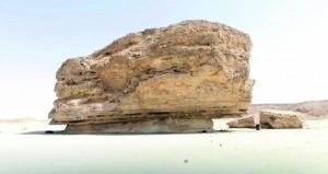 صخرة شروت تجذب الأنظار ومناطيد بالمهرجان
