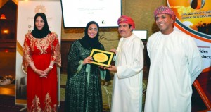 جمعية السيارات تحتفي بتكريم فريق عمان الطبي لرياضة المحركات